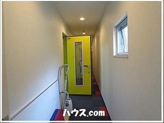 廊下と防音ドアー